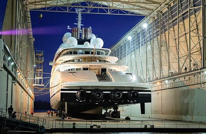 Azzam - самая большая яхта в мире